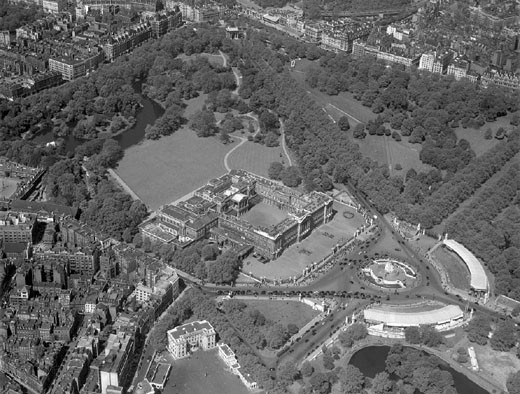 Aerial view of Buckingham Palace and the Mall, London, 19 May 1953. : Stock Photo