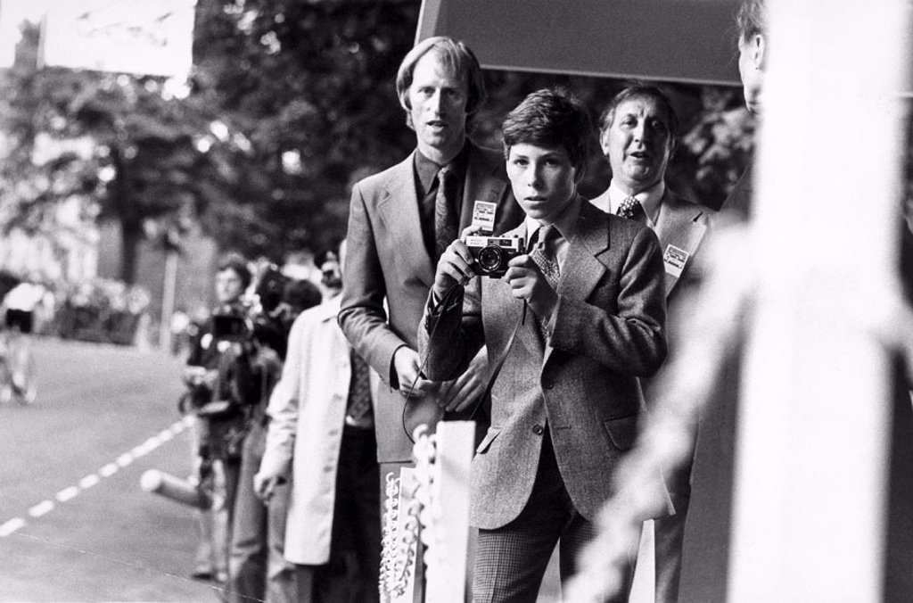 Lord Linley at Harrogate cycle races, Yorkshire, July 1977. : Stock Photo