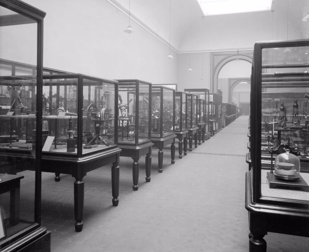 Upper Western Galleries, Science Museum, London, 1913. : Stock Photo