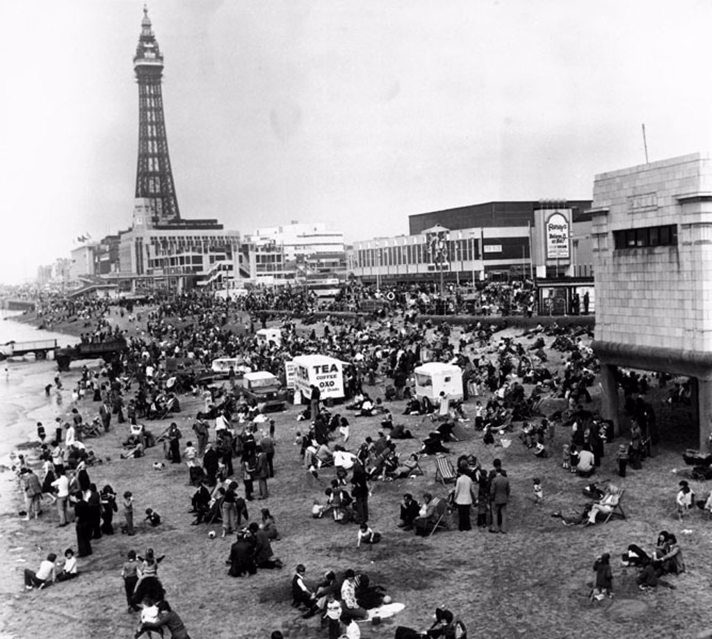 Easter Sunday, Blackpool, April 1976. : Stock Photo