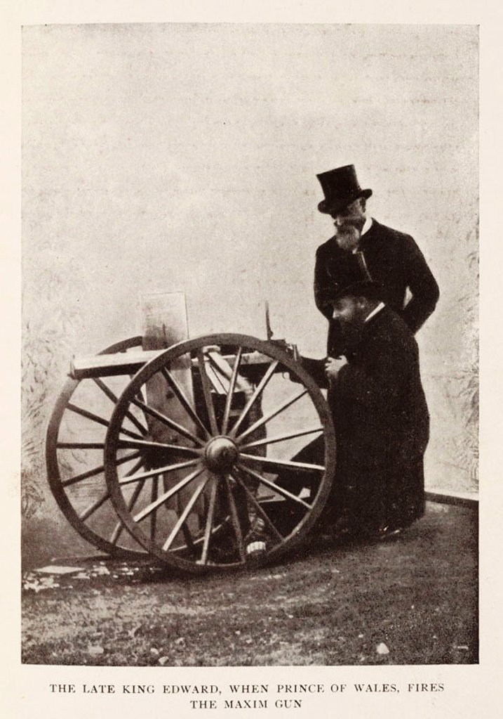 King Edward and Hiram Maxim with the Maxim gun. : Stock Photo