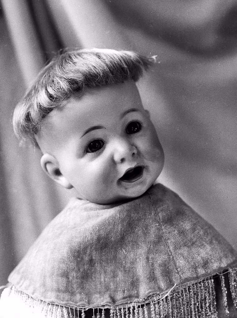Stock Photo: 1895-45973 Collector's doll, October 1960
