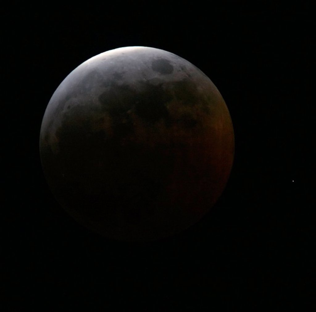 Stage during total lunar eclipse, 3 March 2007 : Stock Photo