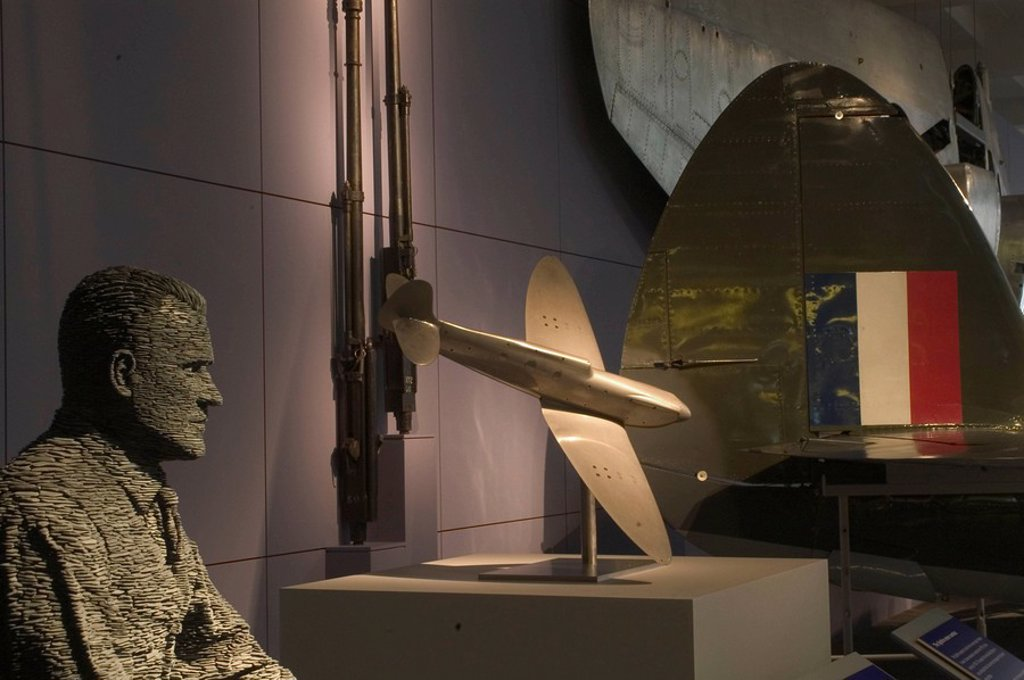 Mitchell statue and Spitfire model, Science Museum, London, 2007 : Stock Photo