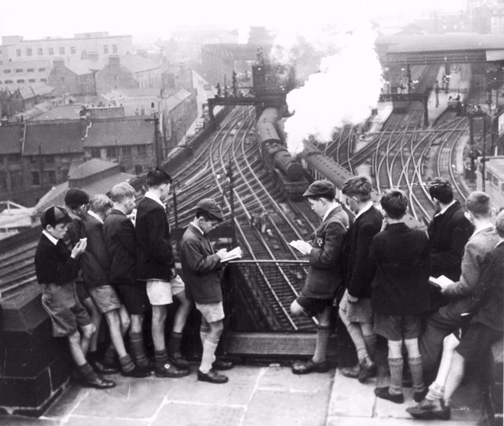 Schoolboy train-spotters at Newcastle Station, August 1950 : Stock Photo