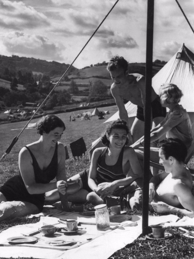 Stock Photo: 1895-5400 Camping under canvas, 1 August 1938.