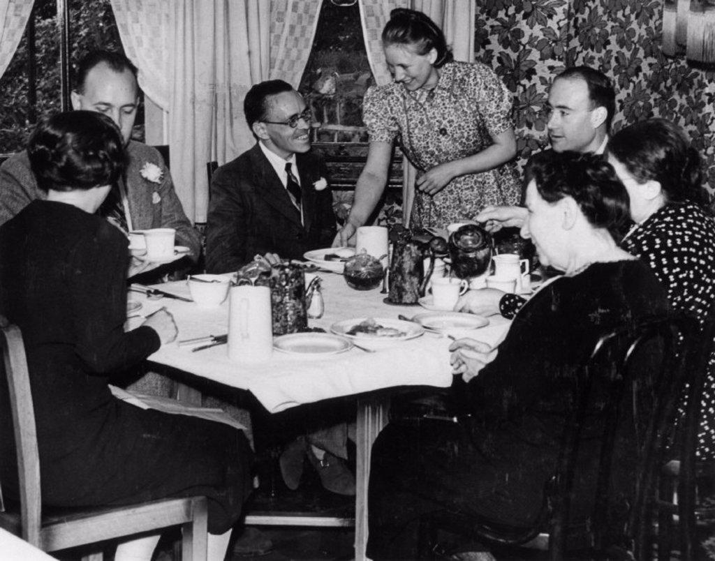 Stock Photo: 1895-5409 Breakfast in a boarding house, 5 August 1939.