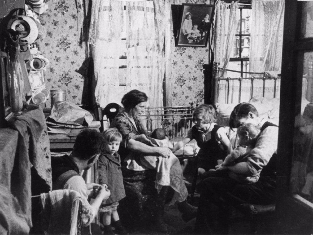 Stock Photo: 1895-5444 Interior of a slum, London, 1 November 1934.