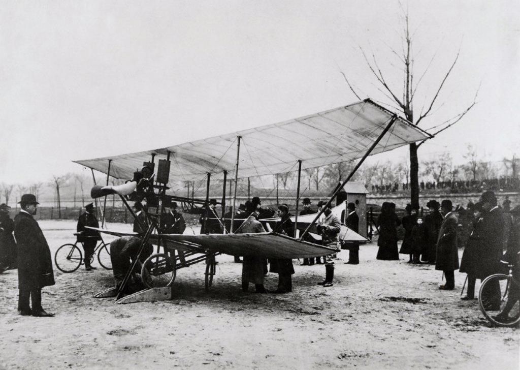 Stock Photo: 1895-6535 De Pischoff tractor biplane, Paris, France, 1907.