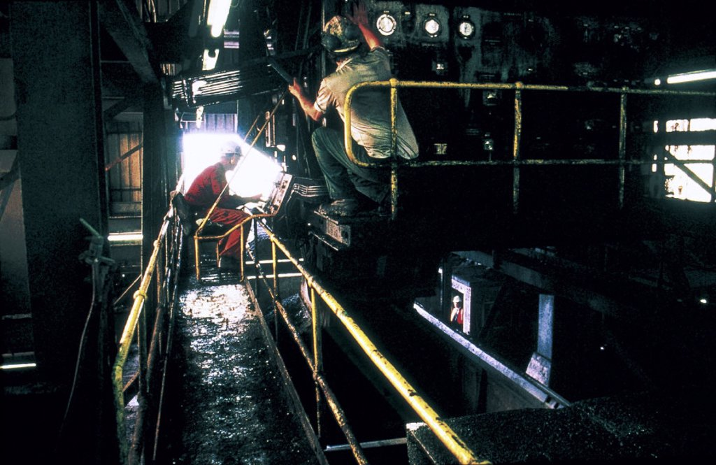 Stock Photo: 1895-6636 Merry-Go-Round filling coal hopper wagons at Shirebrook Colliery, 1993.