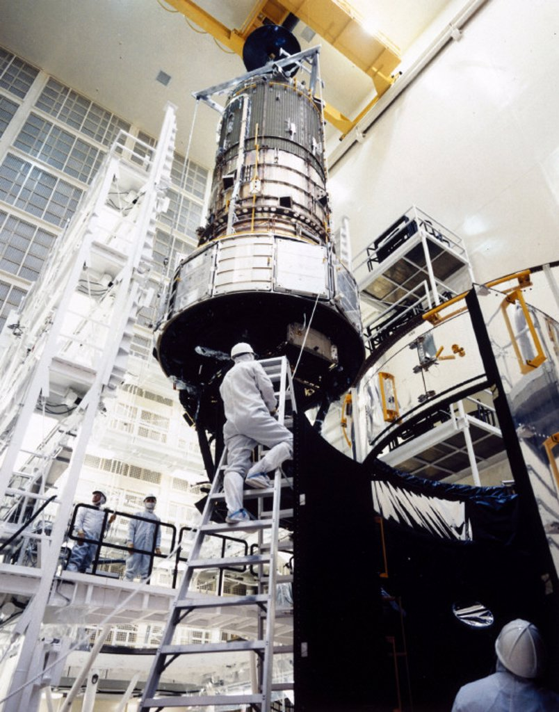 Stock Photo: 1895-9855 Assembly of the Hubble Space Telescope, 1980s.