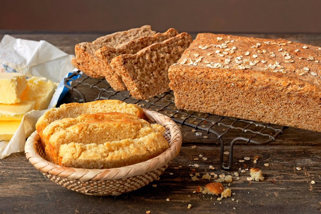 Stock Photo: 1896R-17421 Traditional African cooking. Cornmeal bread and oats bread
