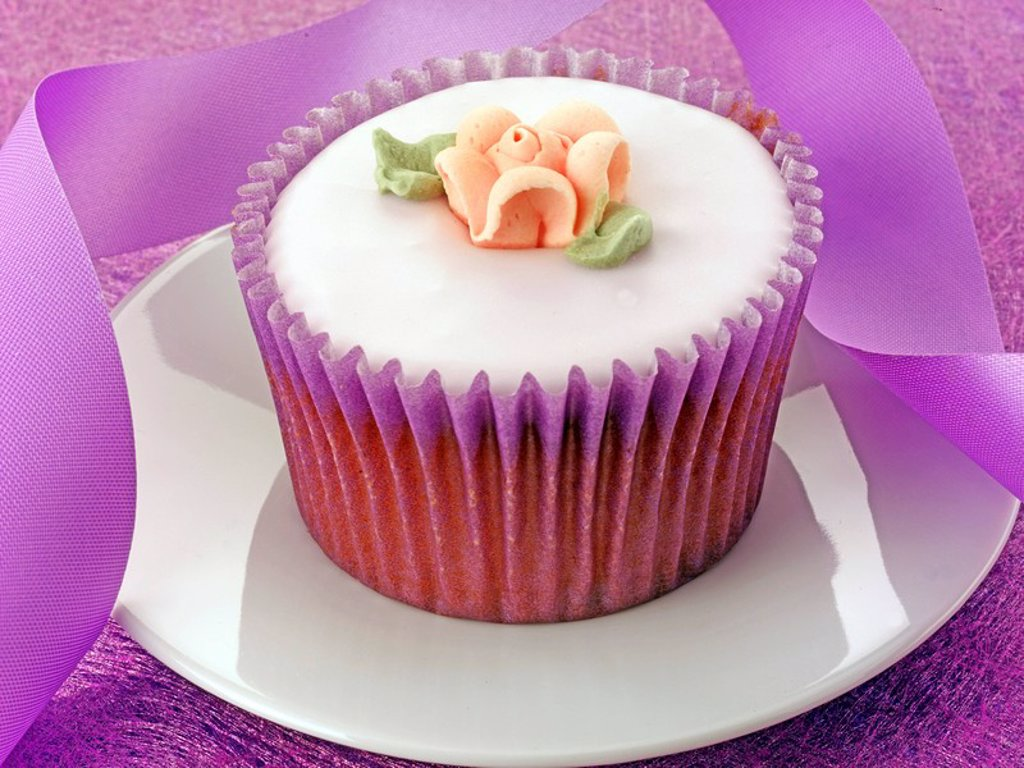 Stock Photo: 1898-14063 Single Purple Cupcake
