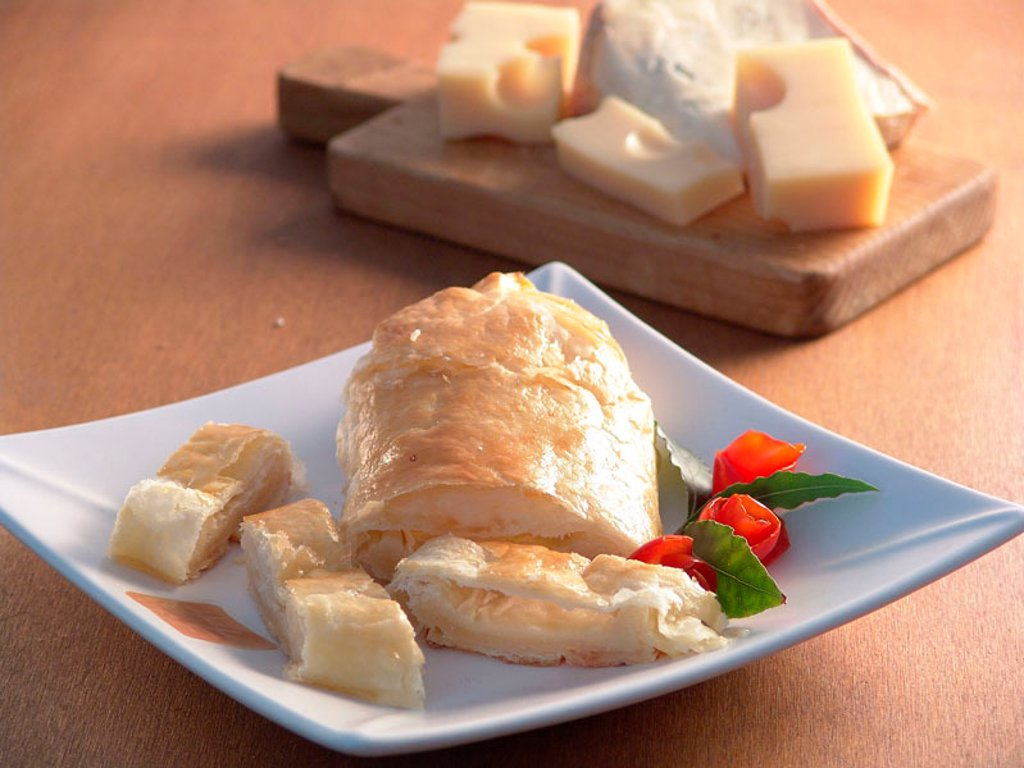 Flaky puff pastry envelopes with blue cheese : Stock Photo