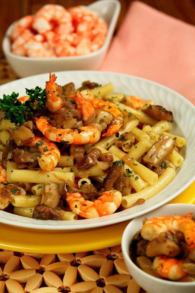 Sedanini with prawns and mushrooms : Stock Photo