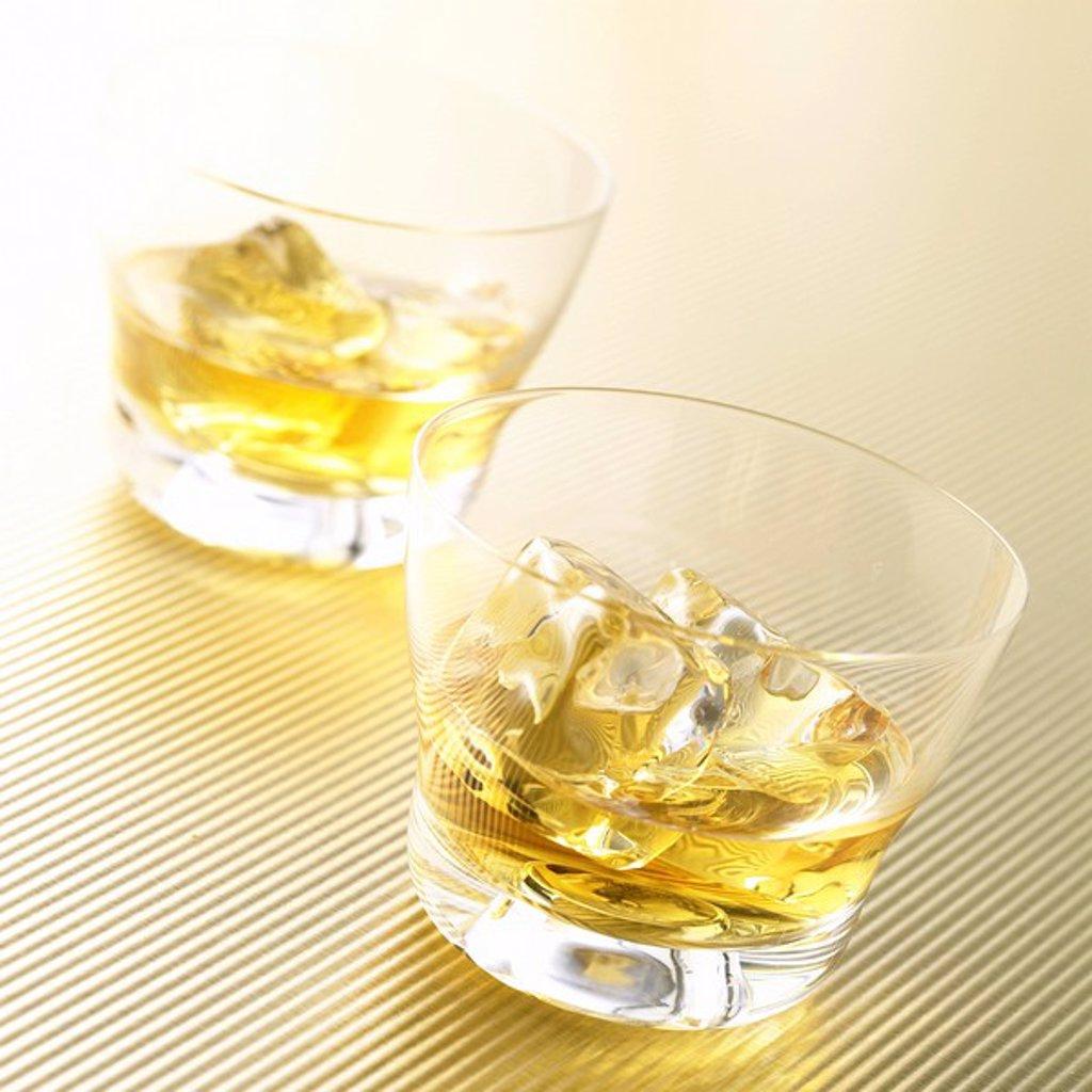 Stock Photo: 1898-28467 Whisky & ice