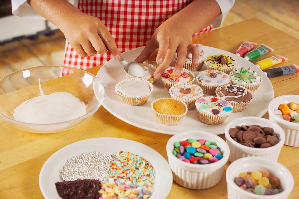 Cake Making_Decorate : Stock Photo