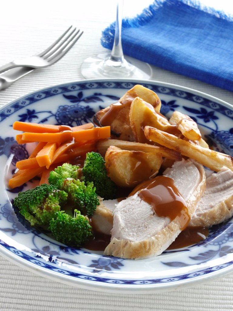 Stock Photo: 1898-37209 Roast chicken and vegetables editorial food