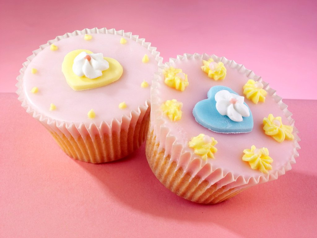 cupcakes with pastel heart and flower decoration : Stock Photo