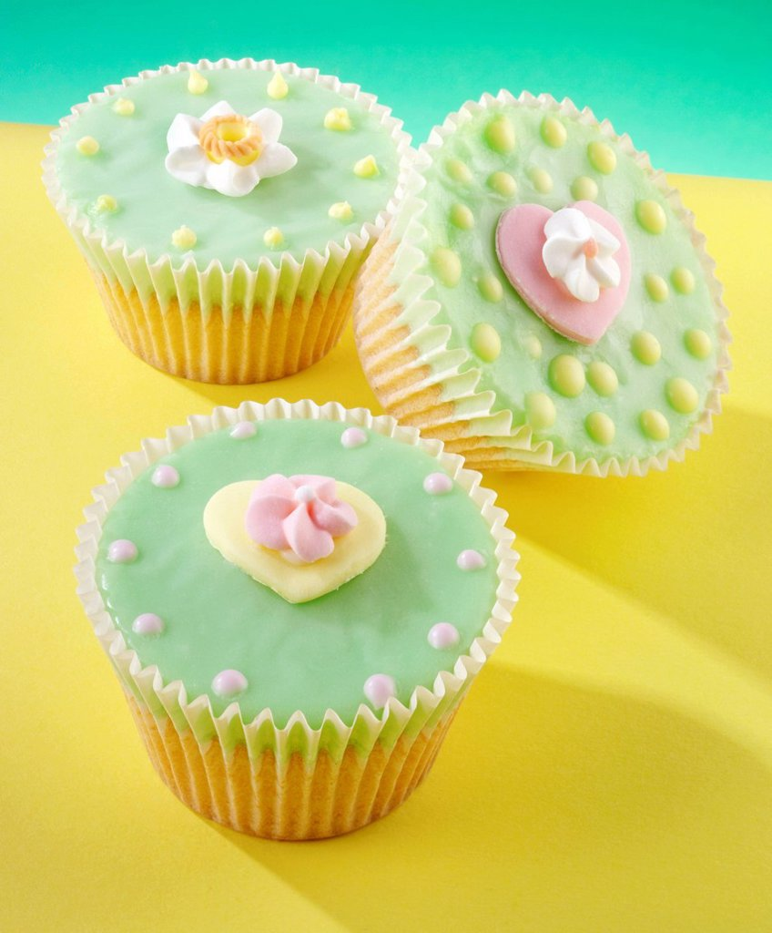 cupcakes with heart and flower decoration : Stock Photo