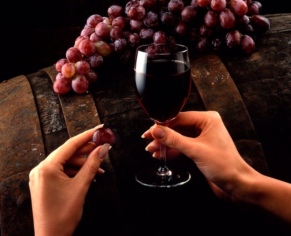Stock Photo: 1898-4628 Grapes and wine