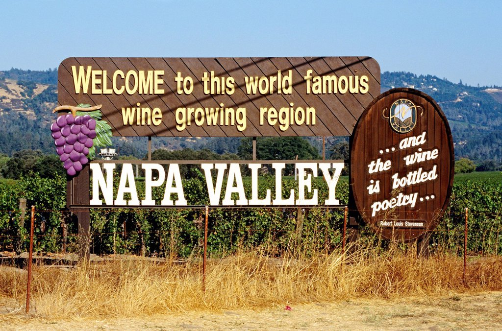 Welcome Sign, Napa Valley, California, North America : Stock Photo
