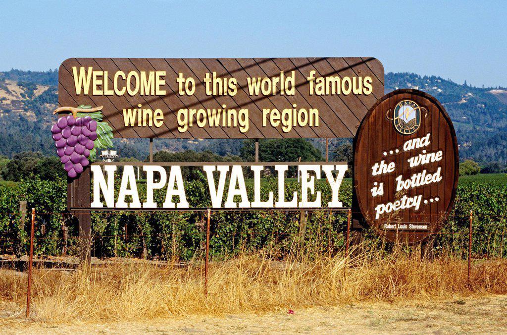 Stock Photo: 1898-47571 Welcome Sign, Napa Valley, California, North America