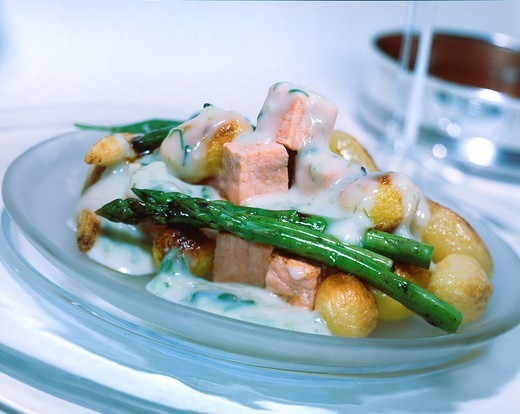 Warm Salmon,potato & asparagus salad : Stock Photo