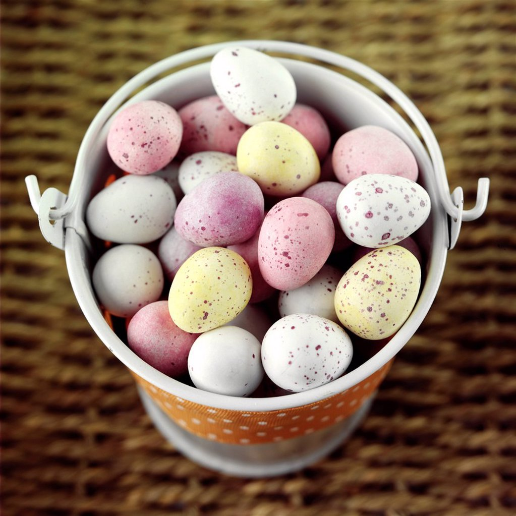 Chocolate mini eggs in an enamel pail : Stock Photo