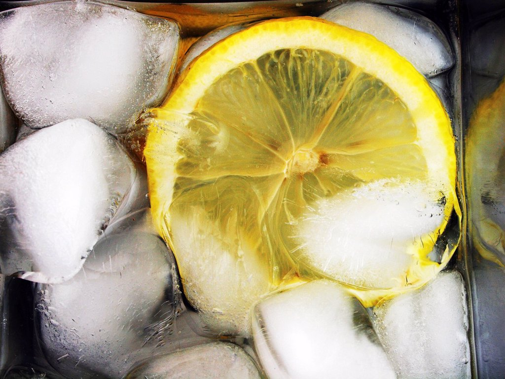 Lemon in chilled drink : Stock Photo
