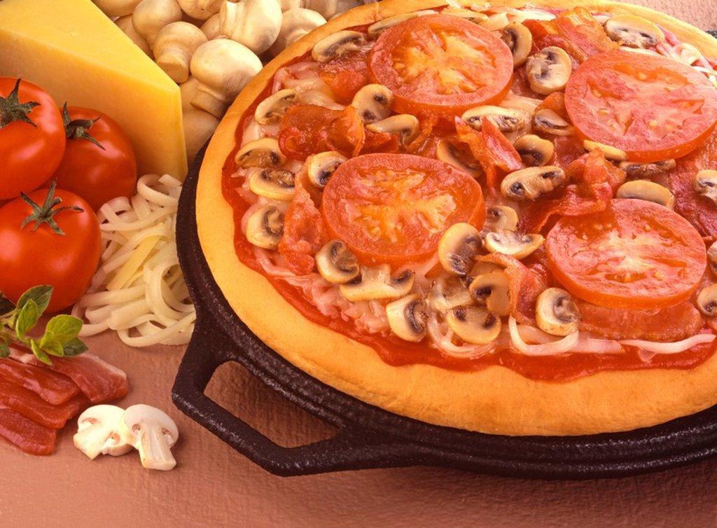 TOMATO BACON AND MUSHROOM PIZZA : Stock Photo