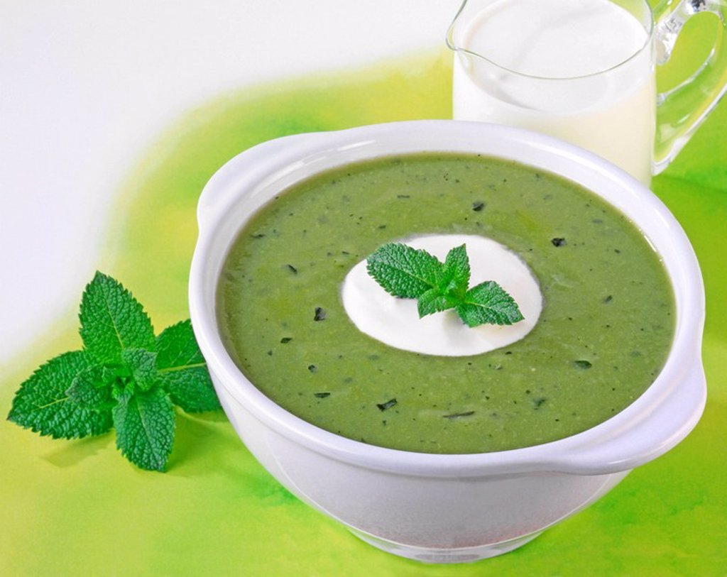 PEA AND MINT SOUP : Stock Photo