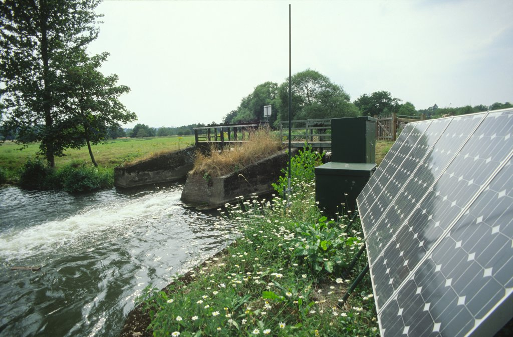 Solar powered weir, River Wey Godalming Surrey, United Kingdom.  : Stock Photo