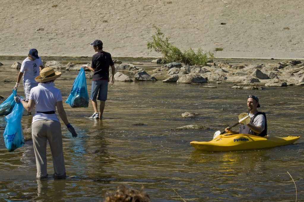Cleaning the LA River. Ocean Kayak at FoLAR's annual 'La Gran Limpieza' clean up of the Los Angeles River. Bette Davis Picnic Area. Glendale Narrows. Los Angeles.  : Stock Photo