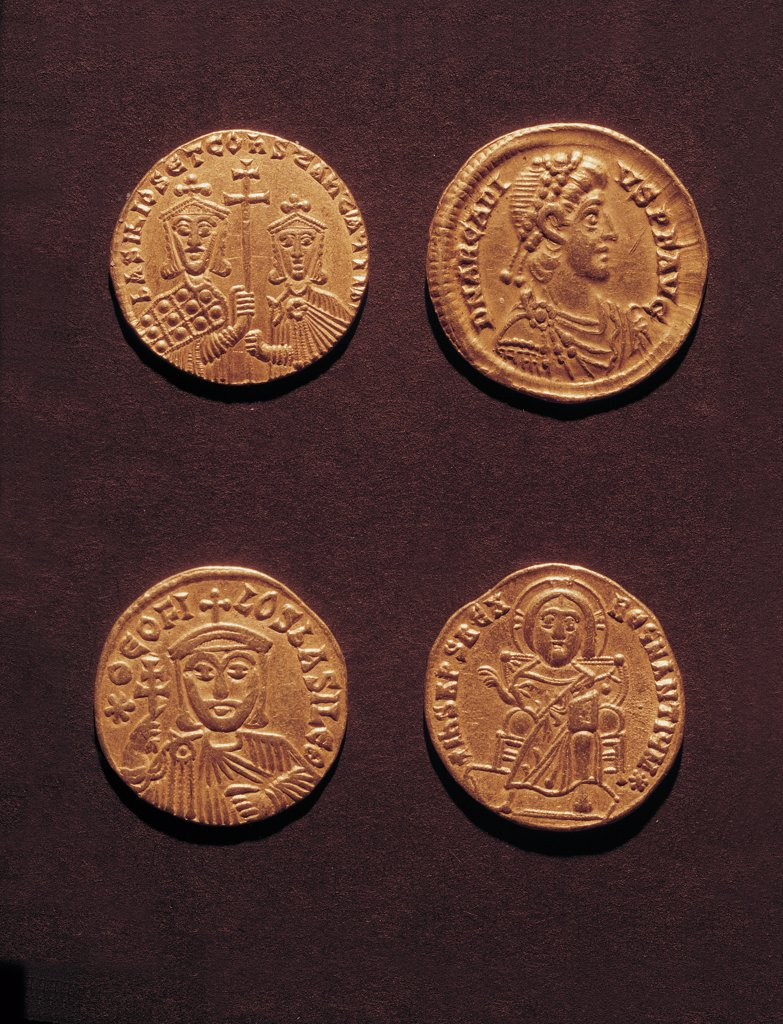 Byzantine gold Solidi of Arcadius and Theophilus, by Unknown, 5th - 1st Century10th, disk fusion. Italy, Sardegna, Cagliari, National Archaeological Museum. Whole artwork. Top front Solidus of Arcadius bust emperor East diadem profile clamys disk-fibula inscription D(omi)N(us) ARCADIUS P(ater) P(atriae) AUG(ustus) back female figures standing half-bust holding cross solidus of Theo. : Stock Photo