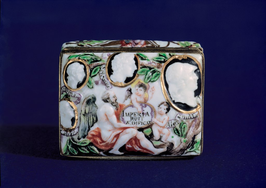 Stock Photo: 1899-30343 Porcelain Snuff-box/Tobacco box with cameos representing Alexander the Great and his successors, handcrafted by Doccia, by Romei Giuseppe, 1749, 18th Century, Unknow. Italy, Campania, Naples, Duca di Martina Museum. Whole artwork. From the top tobacco box porcelain Doccia work cameos Diadochi successors of Alexander the Great profile putti and winged adult male figure holding cartouche with inscription trees.