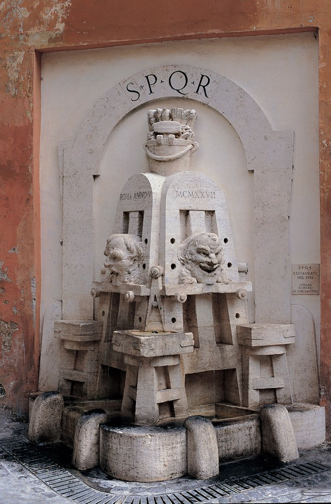Fountain of the Artists, by Lombardi Pietro, 1927, 20th Century, Unknow. Italy, Lazio, Rome, Via Margutta. View Fountain of the Artists Rome Via Margutta masks face inscription SPQR easels brushes palettes. : Stock Photo