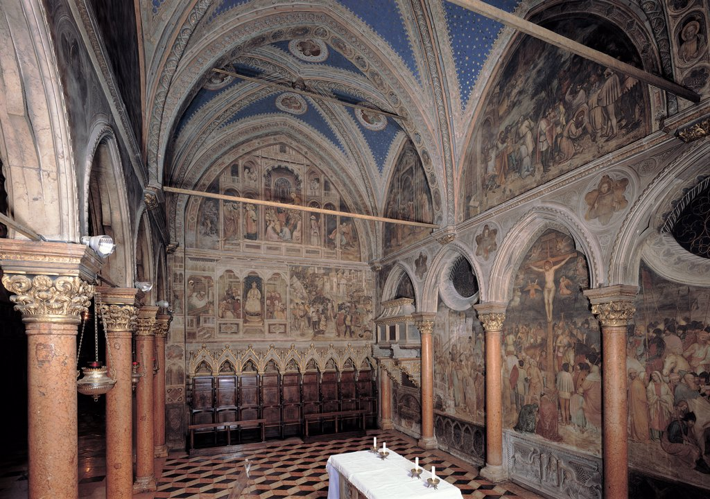 View of the San Giacomo Chapel, by Avanzi Jacopo, Altichiero da Zevio, 14th Century, frescoes. Italy, Veneto, Padua, Basilica del Santo, San Giorgio Chapel. View San Giacomo Chapel pre-restoration columns capitals arches pointed arch lunette cross vault transverse arches frescoes episodes from the life of St James life of Jesus Christ brown white blue. : Stock Photo