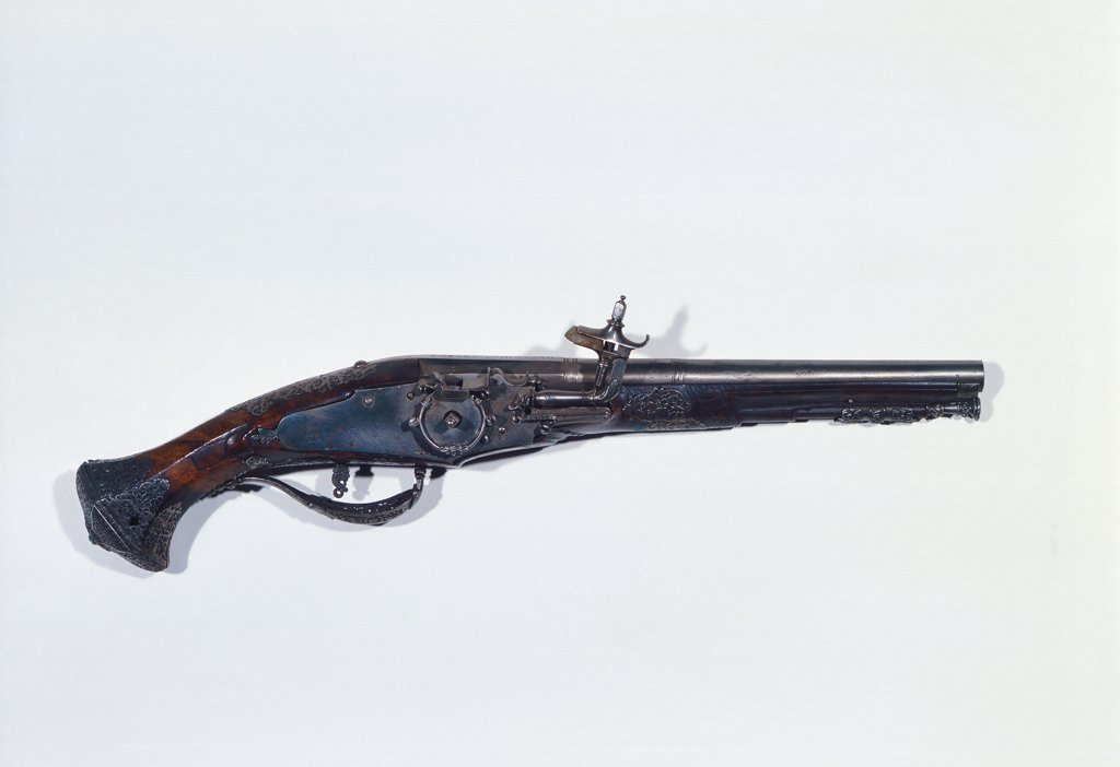 Wheel-lock pistol, by Unknown, 17th Century, Unknow. Italy, Piemonte, Turin, Royal Armory. Whole artwork. Firearm barrel wheel trigger butt handle. : Stock Photo