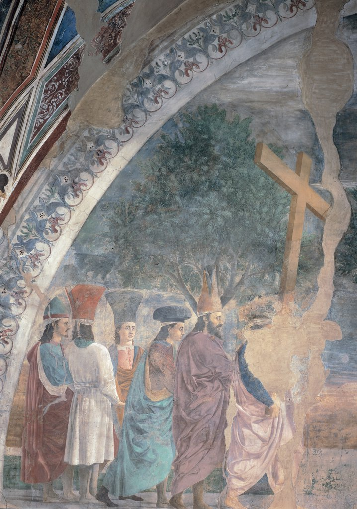 Legend of the Cross of Exaltation of the Cross (or Triumph of the Cross), by Pietro di Benedetto dei Franceschi known as Piero della Francesca, 1452 - 1462, 15th Century, fresco. Italy, Tuscany, Arezzo, San Francesco church, Main Chapel, left wall, summit lunette. Detail. Group of figures on the left and the Cross tree. : Stock Photo