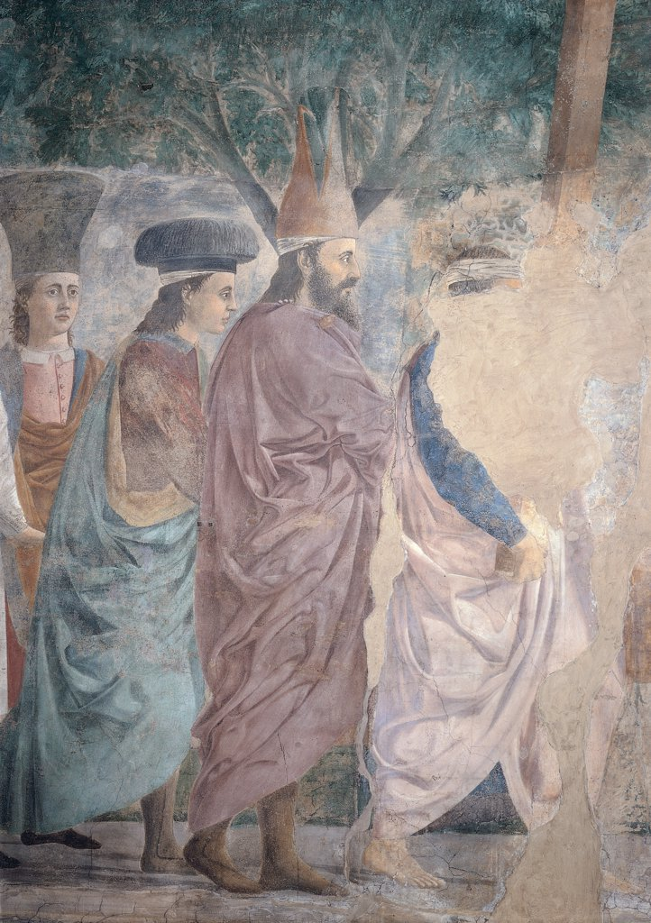 Legend of the Cross of Exaltation of the Cross (or Triumph of the Cross), by Pietro di Benedetto dei Franceschi known as Piero della Francesca, 1452 - 1462, 15th Century, fresco. Italy, Tuscany, Arezzo, San Francesco church, Main Chapel, left wall, summit lunette. Detail. Three figures with headgear: headdress Cross tree in the background. : Stock Photo
