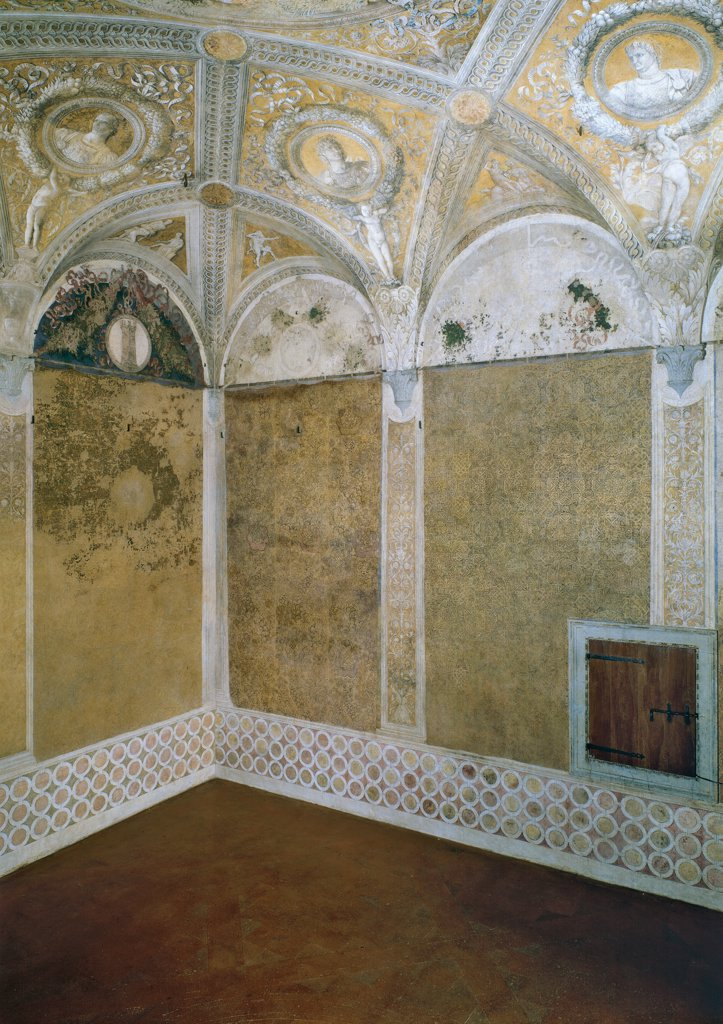 """Decoration of the Camera degli Sposi (Camera Picta), by Mantegna Andrea, 1465 - 1474, 15th Century, fresco and """"""""dry"""""""" tempera. Italy, Lombardy, Mantua, Ducal Palace. Corner view of east and south walls decorated with fake fabric curtains, view of the rhomboid lacunars ceiling vault.. : Stock Photo"""