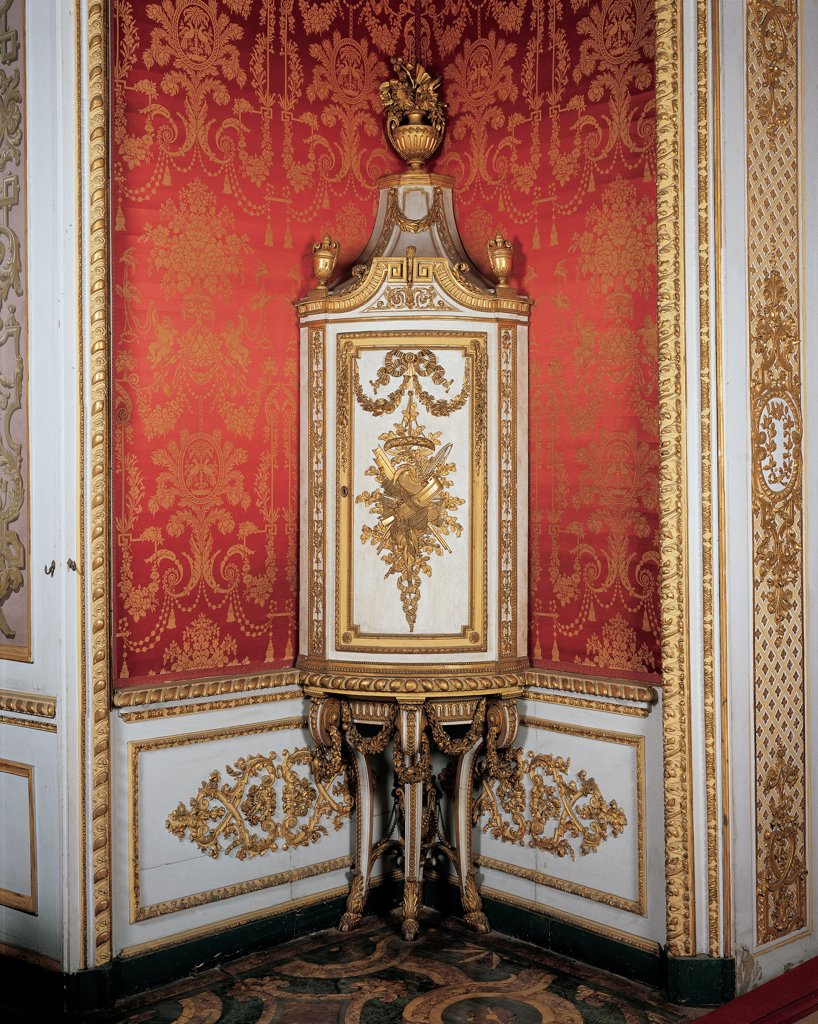 Corner cabinet, by Bolgie Francesco, 1789, 18th Century, wood carved, gilded and painted. Italy, Piemonte, Turin, Royal Palace. View corner cabinet white gold garlands phytomorphic motifs tapestry: wallpaper. : Stock Photo