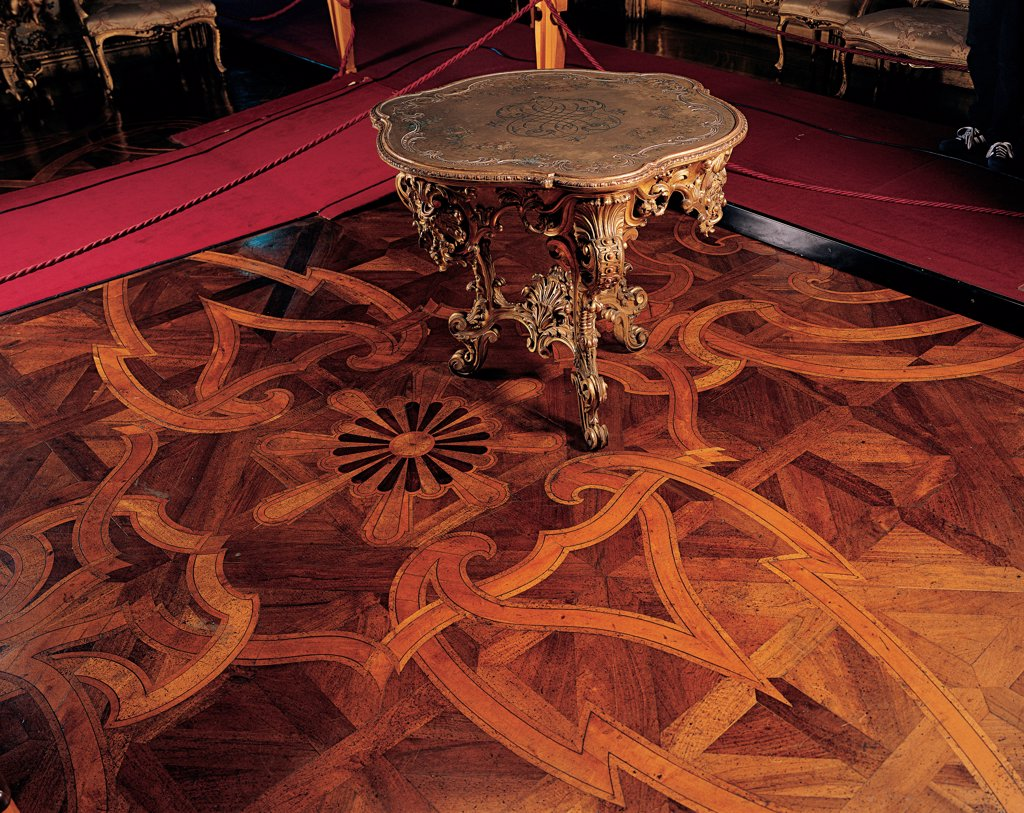 Tea-table, by Unknown, 19th Century, wood carved and inlaid. Italy, Piemonte, Turin, Royal Palace. Whole artwork. Tea-table volutes leaves phytomorphic patterns floor. : Stock Photo