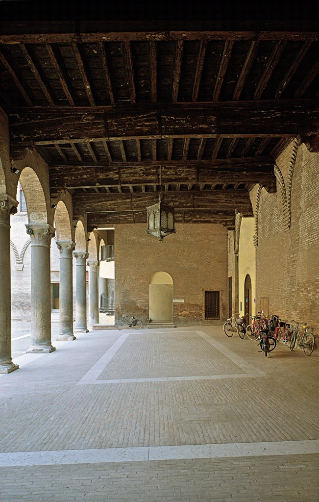 Ferrara, Estense Castle of San Michele, courtyard, by Unknown, 1358, 14th Century, Unknow. Italy, Emilia Romagna, Ferrara, Estense Castle, San Michele Castle. Loggia portico: porch colonnade ceiling wooden beams lamp. : Stock Photo