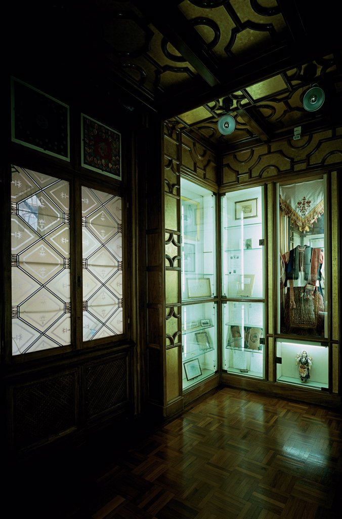 Vittoriale of interior, by Unknown, 20th Century, Unknow. Italy, Lombardy, Gardone Riviera, Brescia, The Vittoriale. View interior glass windows glass cases objects. : Stock Photo
