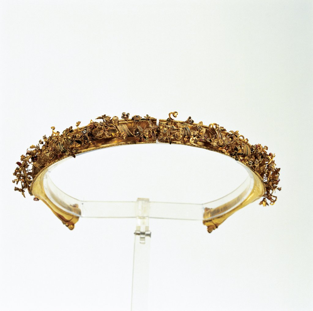 "Canosa, diadem with floral motifs in gold, granate, cornelean and enamel from the Tomb of Gold """", by Unknown, 3rd Century, Unknow. Italy, Puglia, Taranto, National Archaeological Museum. Whole artwork. Diadem floral motifs gold gems granate cornelian enamels. : Stock Photo"