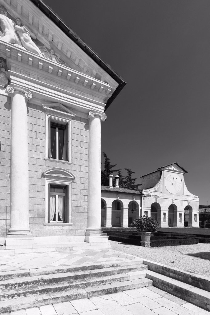 Villa Barbaro, Maser, by Vittoria Alessandro, Caliari Paolo know as Veronese, Andrea di Pietro della Gondola known as Palladio, 1555, 16th Century, Unknow. Italy, Veneto, Maser, Treviso, Villa Barbaro-Volpi. View exterior main body facade Villa Barbaro tympanum: gable pediment half columns Gigantic order Ionic capitals entablature cornice windows wing arcades portico: porch (2009 photograph). : Stock Photo