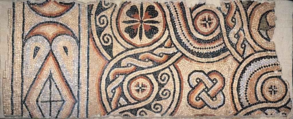 Geometric rug, by Unknown artist, 5th Century, polychrome mosaic. Italy: Emilia Romagna: Ravenna: National Museum: magazzini. Detail. Geometric rug mosaic floor Theodoric's Palace brown beige mosaic Salomon's knot : Stock Photo