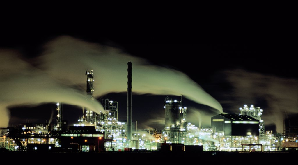 ICI Wilton chemical complex at night Teesside NE England .  : Stock Photo